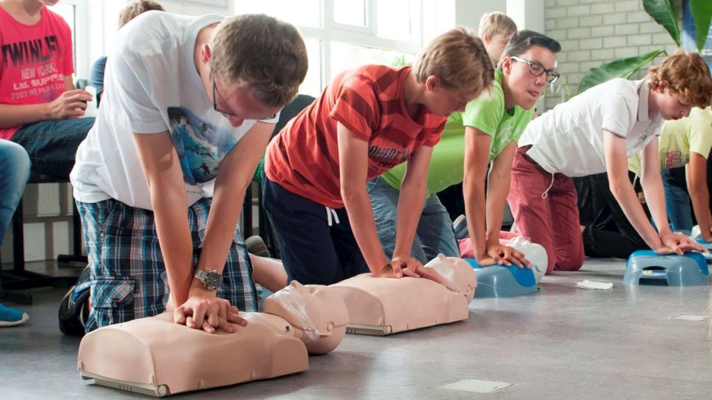 reanimatie-hartstichting-reanimatieonderwijs-op-school-tegels